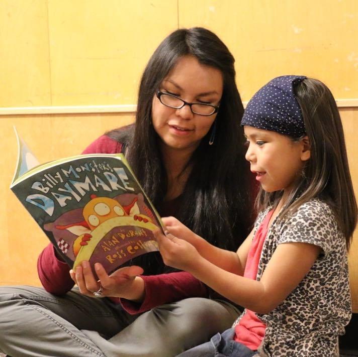Natasha Fulton, Gates Scholar, reads to a kindergarten student