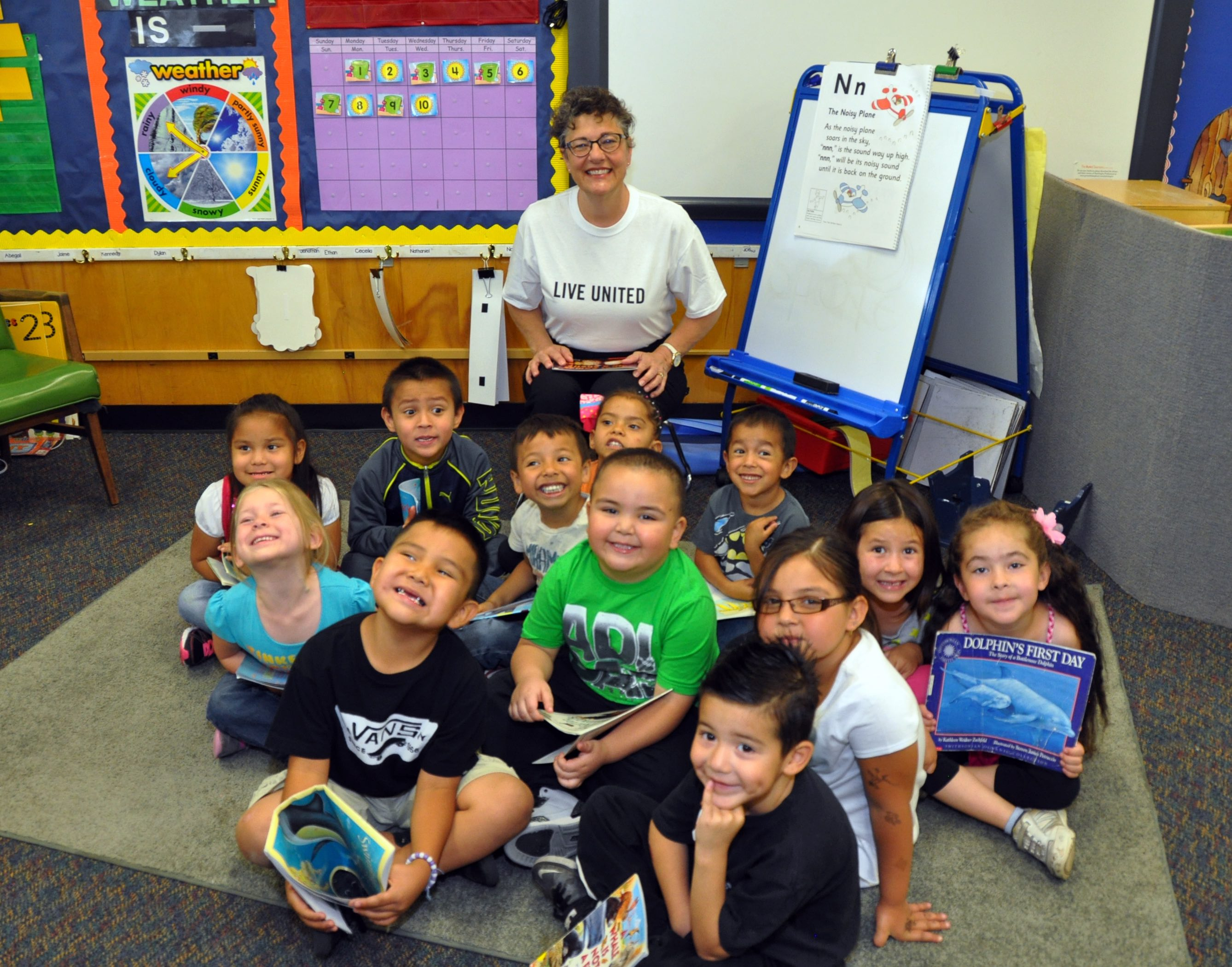 Little readers with Coconino County Manager Cynthia Seelhammer