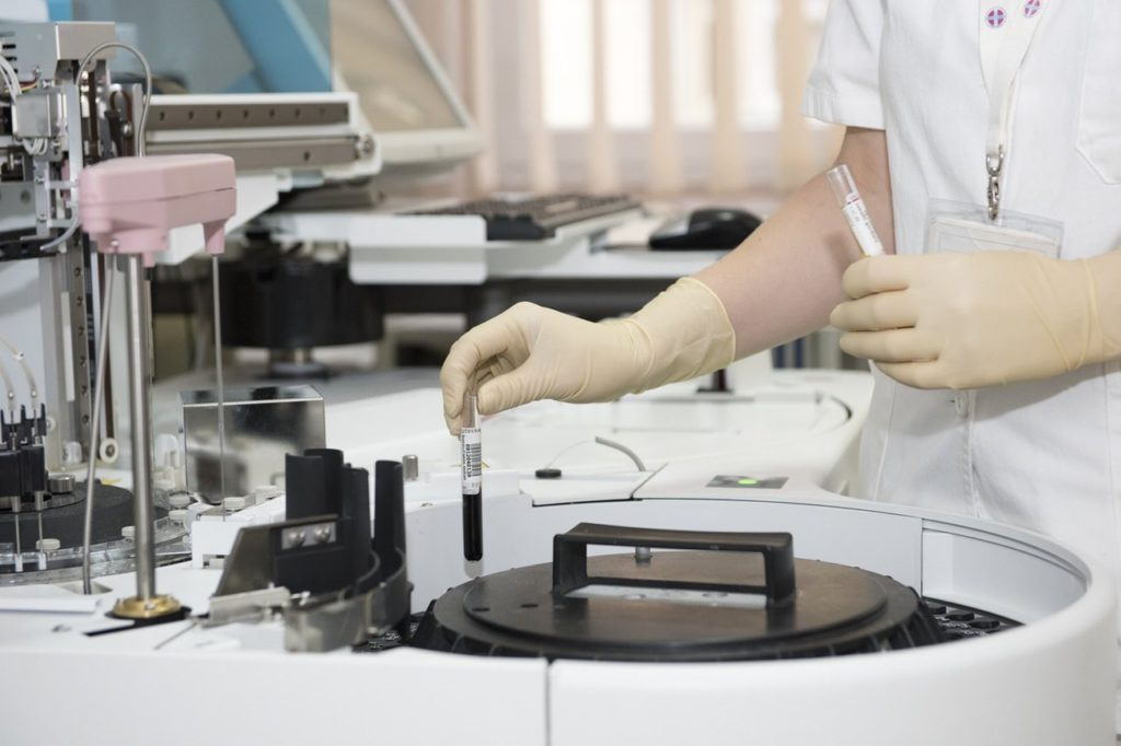 STEM disciplines take place in a lab