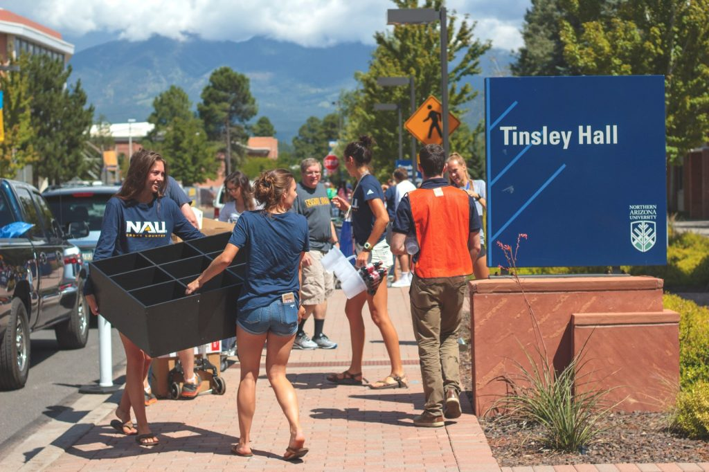 NAU students move in