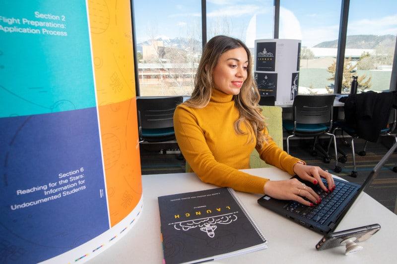 Andrea González Sotelo sits at her desk.