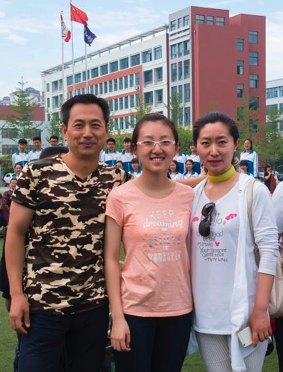Luyi Liu with her parents in China